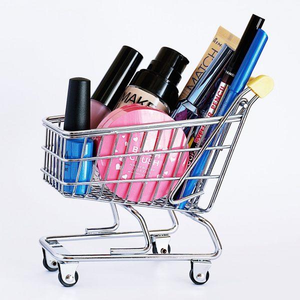7 Ways Makeup Addiction Destroys Your Life